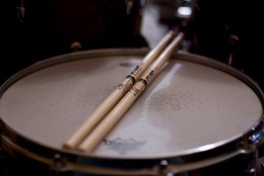 slika kgb produkcijski nastop bobnarji in band