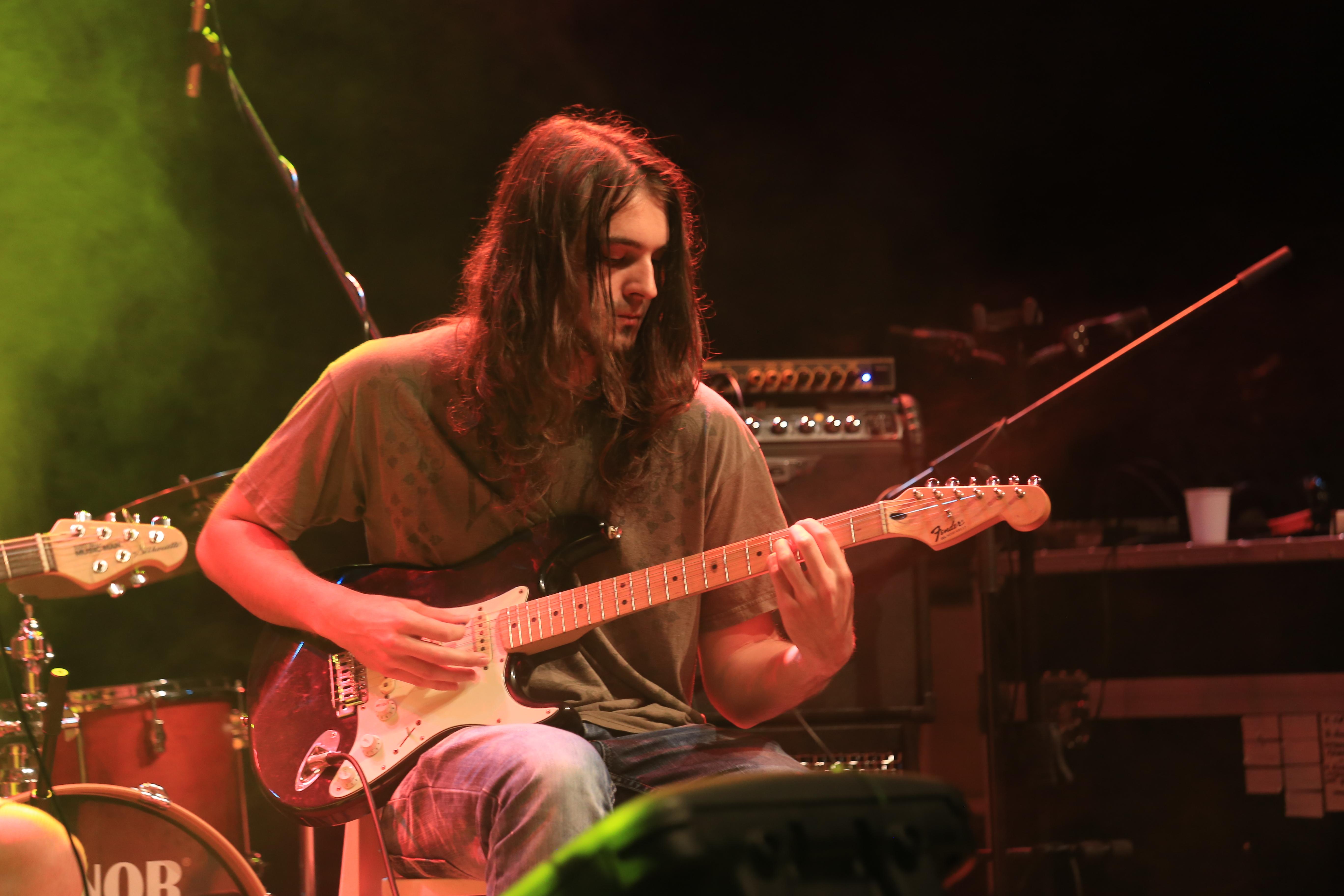 Kitarist Nastop ruše