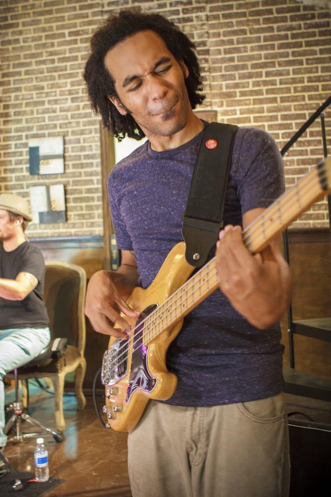učenje bas kitare