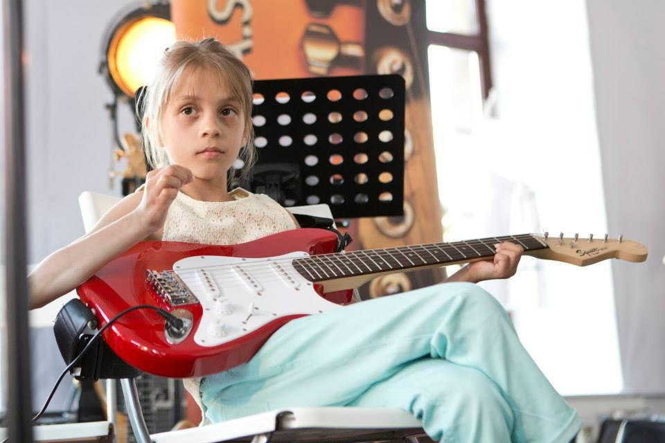 Lina Planko kitarski nastop