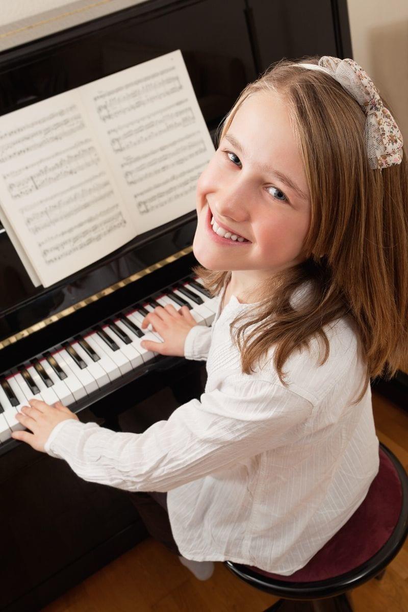 Učenka klavirja