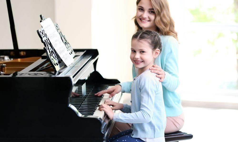 Mentor in učenka klavirja